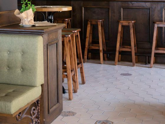 Trattoria La Pentola - Hexatile white matt / deco Harmony 17,5x20